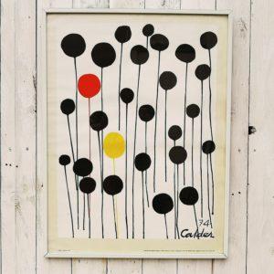 Sérigraphie intitulée les ballons 74, dessinée par Alexander Calder. Marge un peu jaunie, une petit tâche sur le bas à gauche, très bon état. Dimensions avec cadre : 50 x 66,5 cm