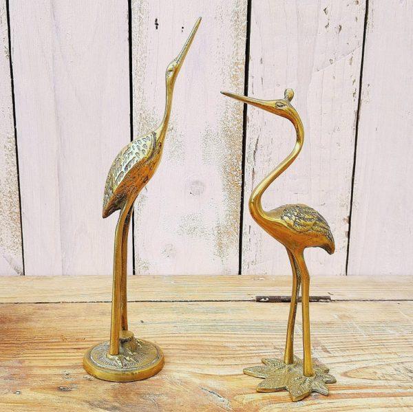 Paire de hérons en laiton pour une décoration animalière vintage. Traces d'usages Hauteurs : 21 et 16,5 cm