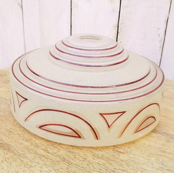 Globe en verre granité à décor géométrique de couleur violine, datant des années 40. Un petit éclat au col Très bon état Hauteur : 9,5 Diamètre : 21 cm