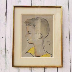 Ancien pastel d'un garçonnet de profil, dessiné par Robic. Rehaussé sur le col de jaune et sur l'arête du visage, le cou et les joues de la couleur rose. Datant des années 60. Encadrement doré. Très bon état. Dimensions : 45 x 36, 5 cm