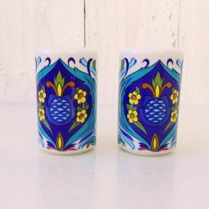 Salière et poivrière en porcelaine Villeroy & Boch, modèle Izmir. Excellent état. Hauteur : 6 cm