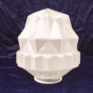 Ancien grand globe art déco en verre givré, de forme géométrique étoile. Parfait état. Hauteur : 20 cm Diamètre col de la base : 7,9 cm Diamètre max du globe 16,5 cm